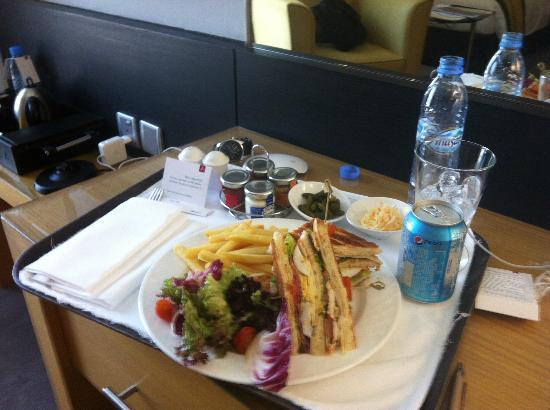 Hala Arjaan by Rotana Abu Dhabi: Room service