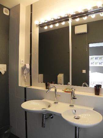 Le Manoir de l'Antiquité  : salle de bain entièrement rénovées