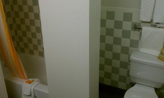 La Quinta Inn & Suites Irvine Spectrum: bathroom