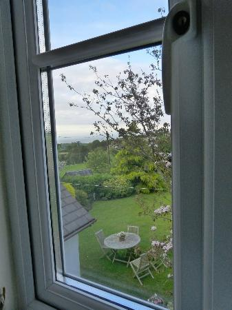 Morgans Bed and Breakfast: View from the rooms window out to sea