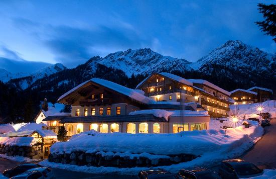 Almwellness-Resort Tuffbad: Winteransicht im 1. Alm wellness Hotel Tuffbad