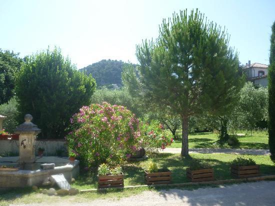 Amour Provence: Entrée de la maison d'hôte