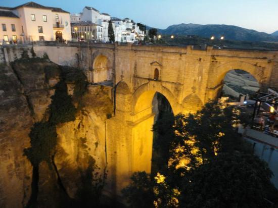 Hotel Don Miguel: Vista del Puente Nuevo desde la habitación