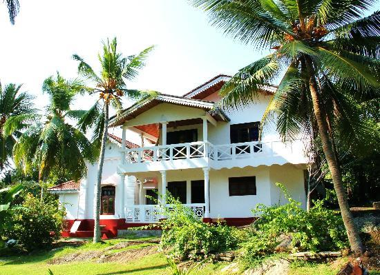 Villa Balapitiya Beach: Side view