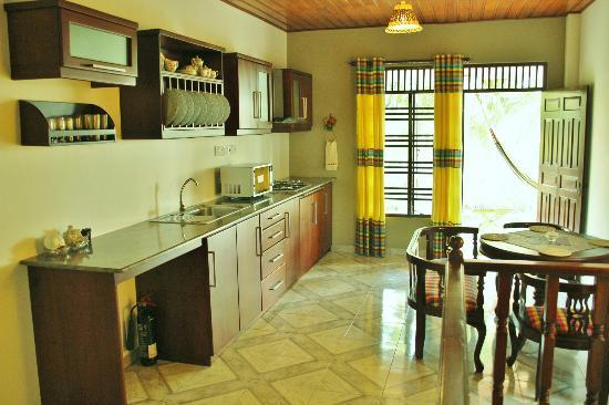 Villa Balapitiya Beach: kitchen