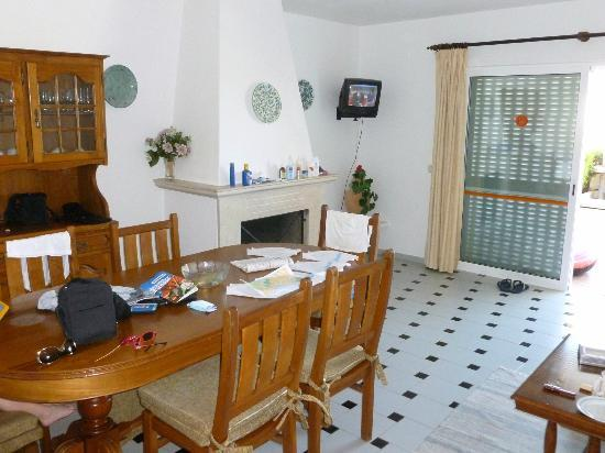 Joinal Villas Apartments: Comfortable lounge and diner