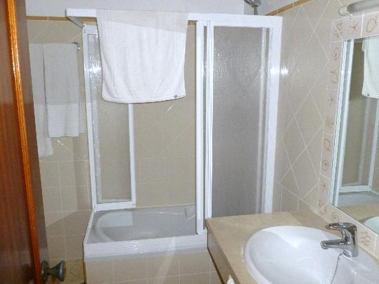 Joinal Villas Apartments: Shower