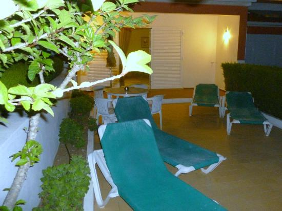 Joinal Villas Apartments: Personal sun loungers x 4