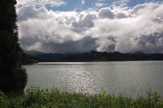 Walk around lake Furnas