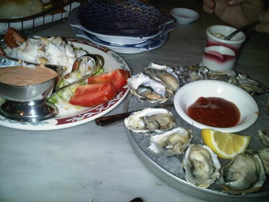 Mayes Oyster House: Fresh Oyster and It's really yummy!