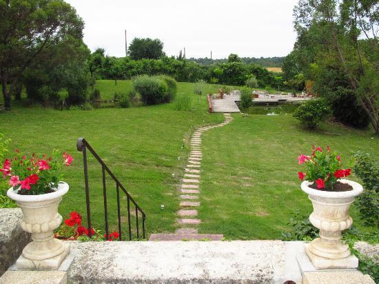 Mas Laurent : Overlooking the grounds