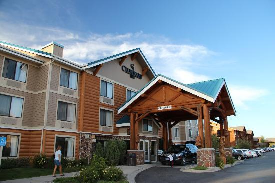 ClubHouse Inn West Yellowstone: Front of Hotel