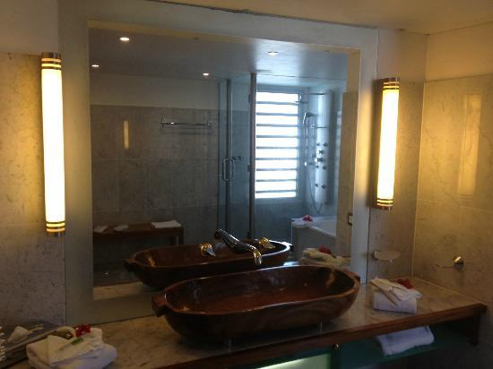 L'Escapade Island Resort: Bathroom