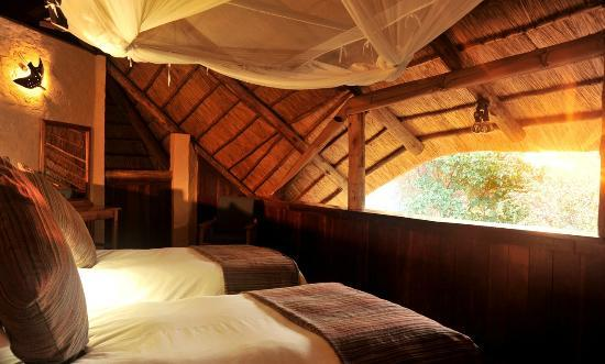 Lokuthula Lodges: Upstairs bedroom in 3 bedroom lodge