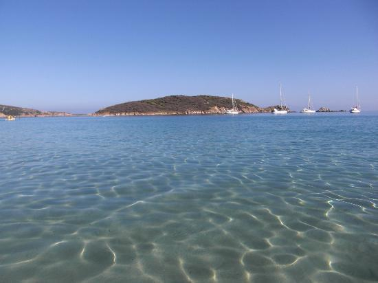 Spiaggia di Tuerredda: veduta dell'isolotto