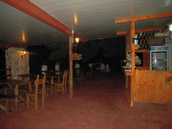 La Masseria: Panche e tavoli
