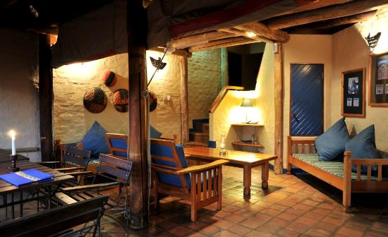 Lokuthula Lodges: Lounge area for 2 bedroom lodge