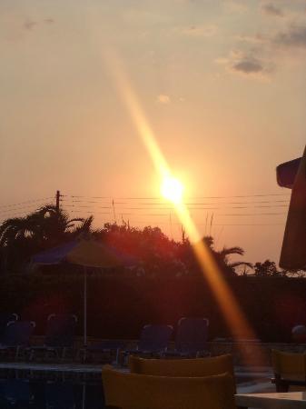 Angela Beach Hotel: vue de la chambre soleil couchant