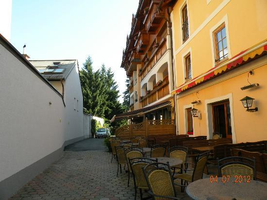 St Johann im Pongau, Αυστρία: Outside of hotel, view on entrance to hotel