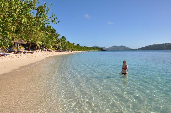 Blue Lagoon Beach Resort: beach and water in front of resort