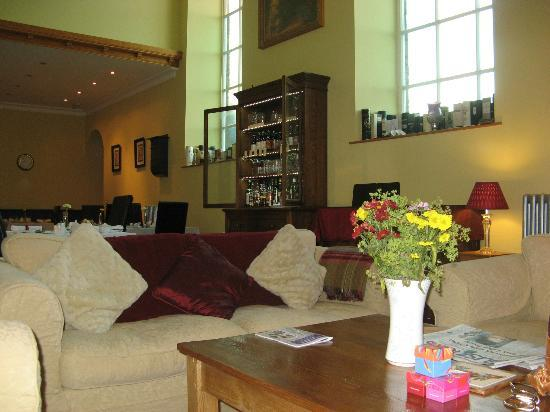 St. Cuthbert's House : View of dining / lounge room