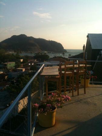 Maracuya Hostel: La cerveza con esa vista sabe mejor !!! ;)