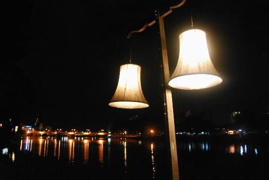 The Good View Bar & Restaurant Chiang Mai: Lamps at the Goodview pier