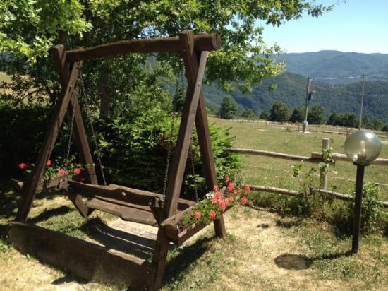 Agriturismo podere Montaglioni: Dondolo panoramico