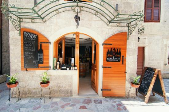 Kotor Wine Rooms: Hotel&grounds