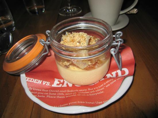 Sjogras: Rhubarb vanilla crumble