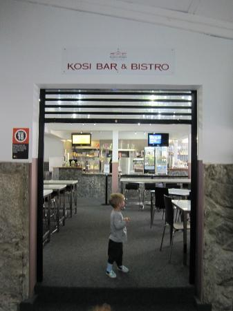 Kosciuszko Chalet Hotel: Cafe open for lunch and snacks plus kids dinner