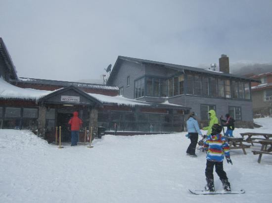 Kosciuszko Chalet Hotel: Half of the chalet from the outside. So much snow!