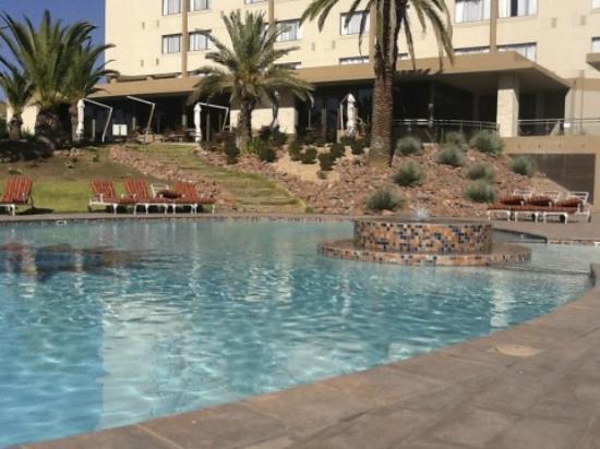 Safari Court Hotel : Pool area