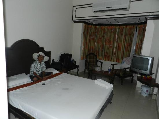 Hotel Royale Heritage : ROOME WITH DOUBLE BED WITH A.C