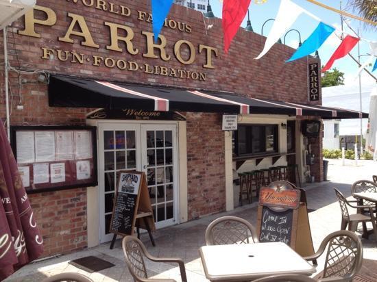 The Parrot Lounge: parrot bar