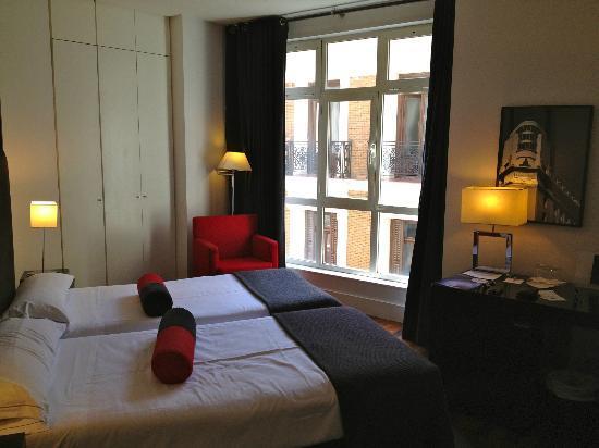Quatro Puerta del Sol Hotel: Zimmer