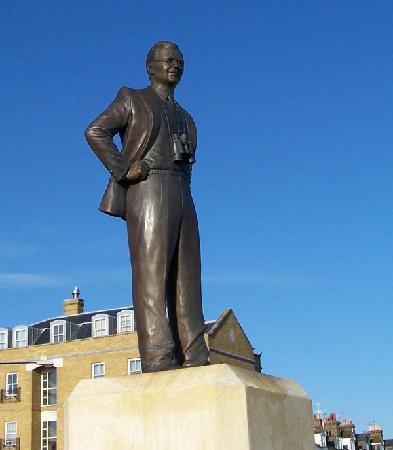 Barnes Wallis Statue