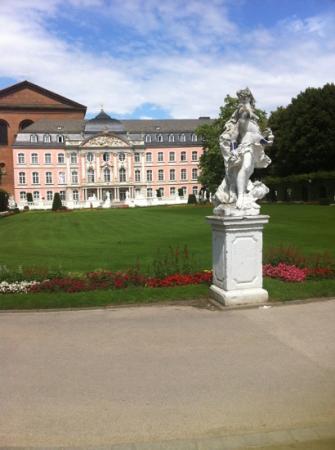 Kurfürstliches Palais: palace