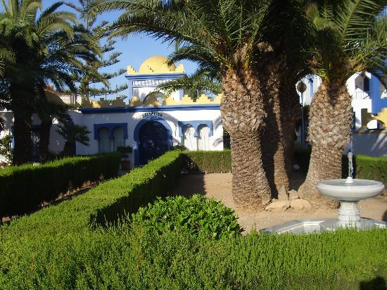 Apartamentos El Minarete: Jardines recepción