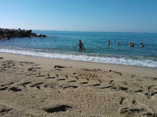 Les Agapanthes : La plage du midi à 2.500km de la résidence