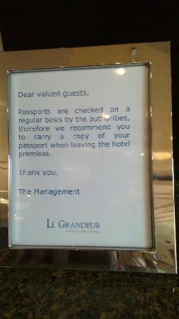 โรงแรมเลอ แกรนดัวร์ มางกา ดัว: Jakarta Warning