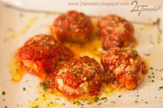 Rucola & Grana: Trío de rosette de pasta rellena de: ricotta y espinacas, jamón y fontina, setas y ricotta, grat