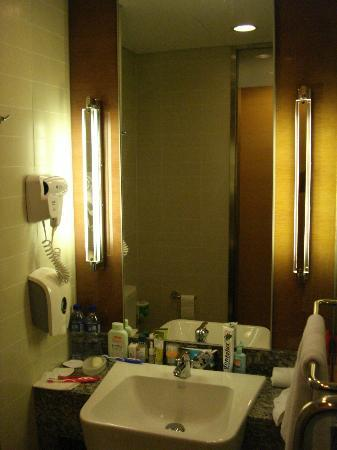 Holiday Inn Express Beijing Dongzhimen: Bathroom 1