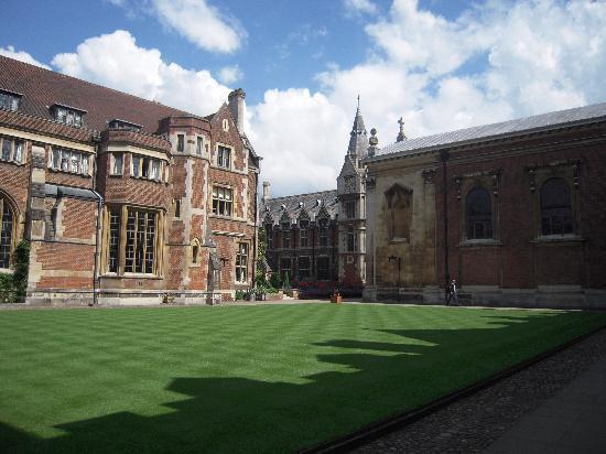 Pembroke College: Pembroke old court