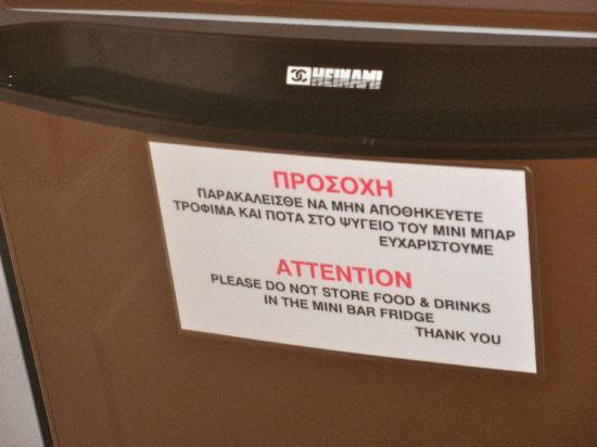Limanaki Hotel: il cartello sul frigo