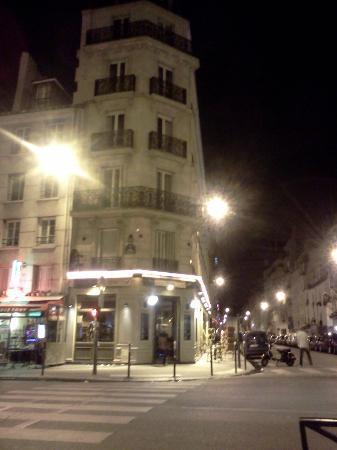 Ibis Paris Bastille Faubourg Saint Antoine 11eme: street next to hotel