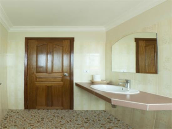 Siem Reap Garden Inn: Bathroom