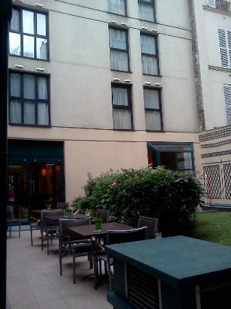 Ibis Paris Bastille Faubourg Saint Antoine 11eme: inner yard