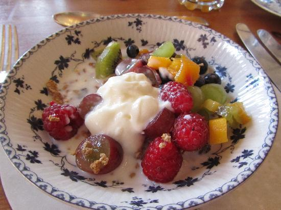 Scotland Lodge Farm: Müsli  mit frischem Obst