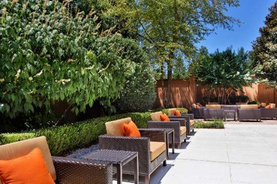 Courtyard Knoxville Cedar Bluff : Outdoor Courtyard